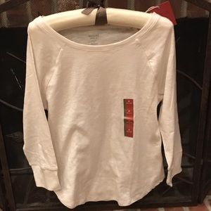 Tops - Basic Off white shirt. Great for layering